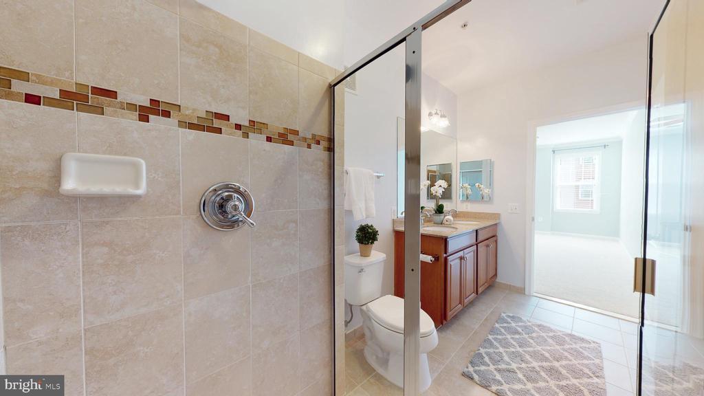 Lovely Shower - 43144 SUNDERLAND TER #305, BROADLANDS