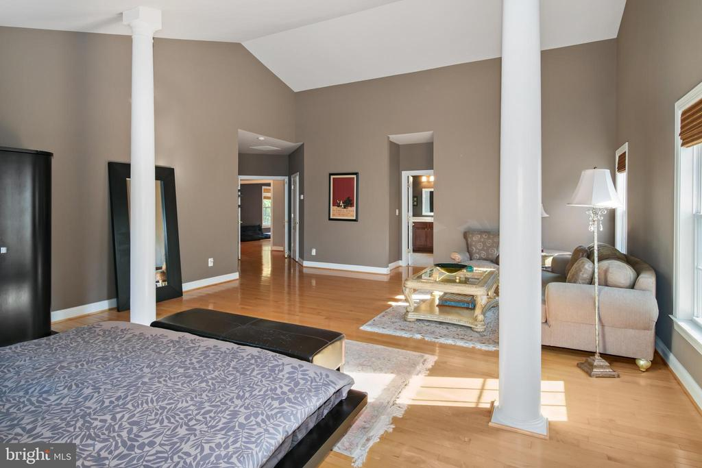 Primary Bedroom and Sitting Room - 43945 RIVERPOINT DR, LEESBURG