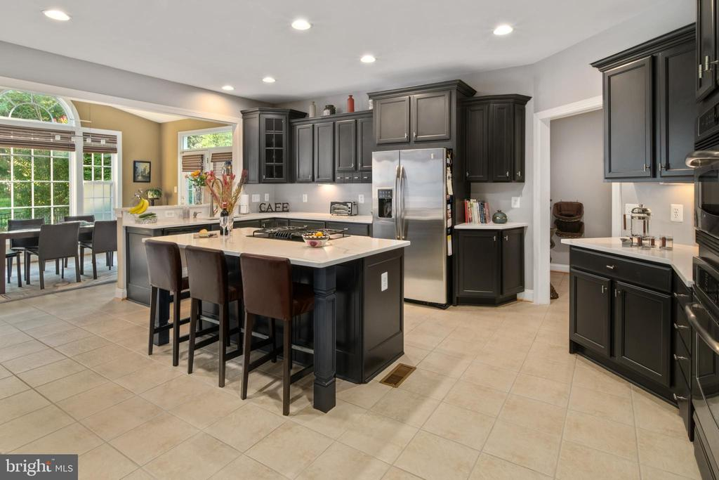 Kitchen - 43945 RIVERPOINT DR, LEESBURG