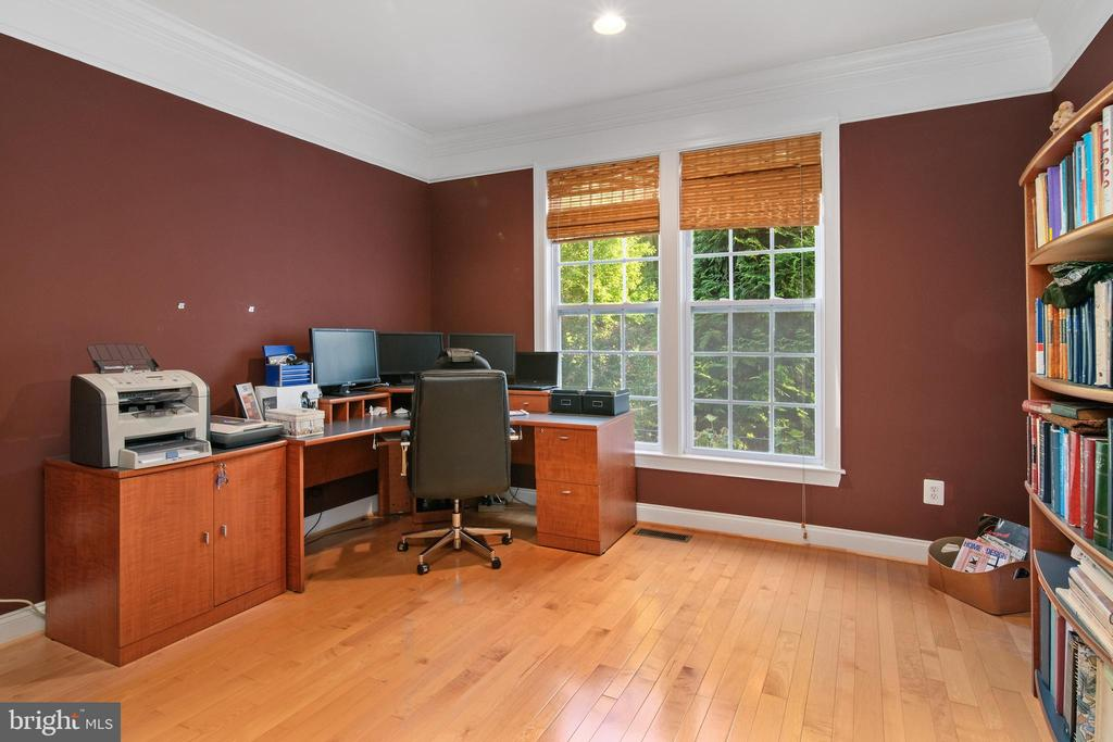 Office - 43945 RIVERPOINT DR, LEESBURG