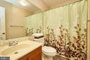 Upper Level Hall Bath - 919 SMARTTS LN NE, LEESBURG