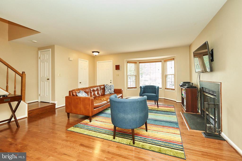 Gleaming Hardwood Floors Throughout - 919 SMARTTS LN NE, LEESBURG