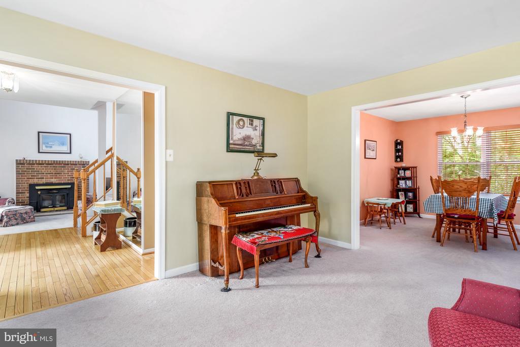Living room - 507 STONEY CREEK CT, STERLING