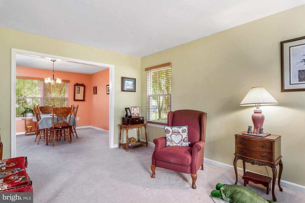 Living/Dining Room - 507 STONEY CREEK CT, STERLING