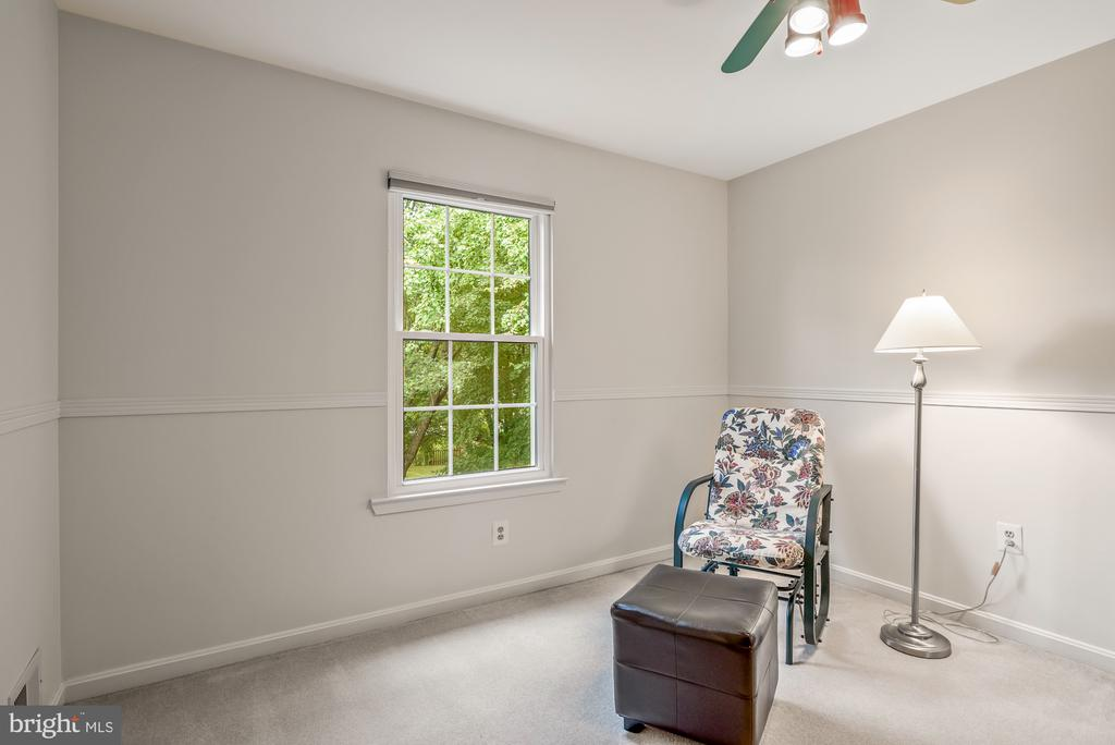 Bedroom 3# with adjoining hallway to Owner's - 507 STONEY CREEK CT, STERLING