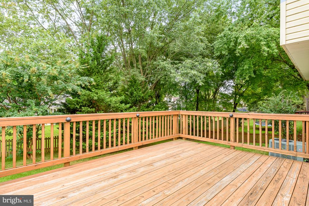 Enjoy the privacy and trees - 507 STONEY CREEK CT, STERLING
