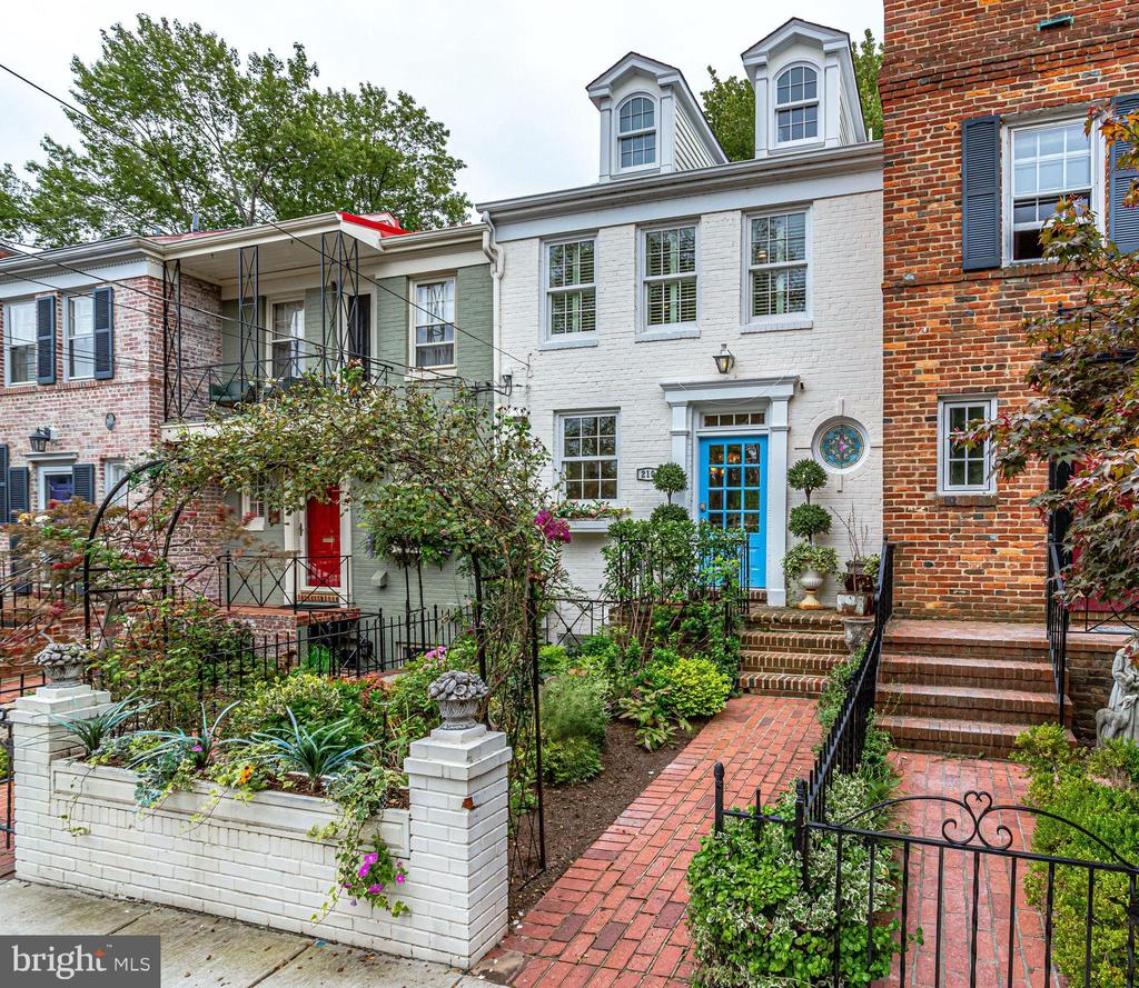 Beautiful front garden - 210 JEFFERSON ST, ALEXANDRIA