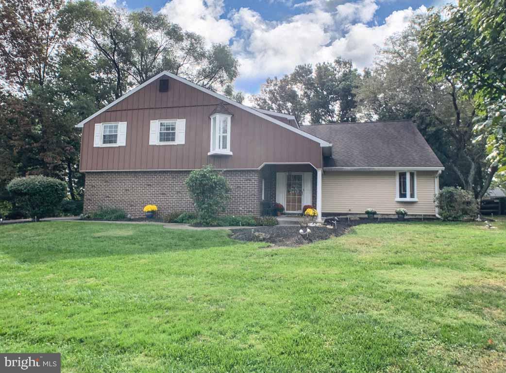 Single Family Homes 为 销售 在 霍兰德, 宾夕法尼亚州 18966 美国