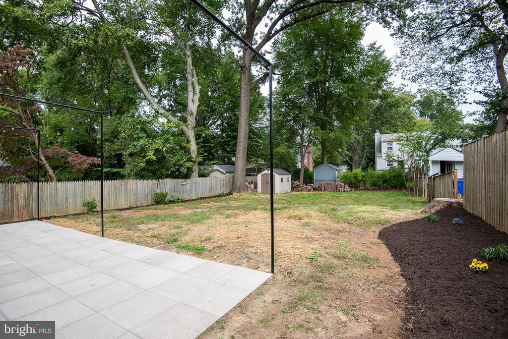 Large Yard, 3 Trees Removed, New Beds, Rear Shed. - 9113 WALDEN RD, SILVER SPRING