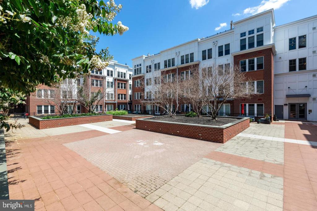 Common area courtyard - 1418 N RHODES ST #B410, ARLINGTON