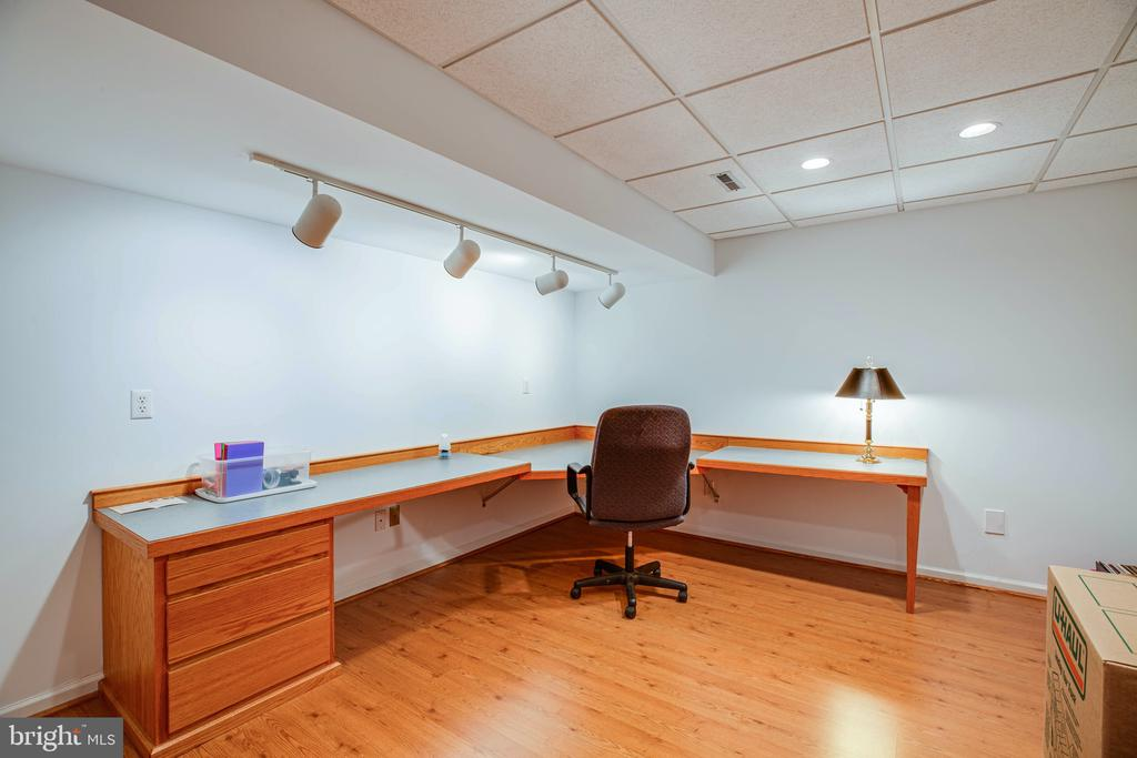 Lower Level Office with built-in deck % closet - 6300 MARYE RD, WOODFORD