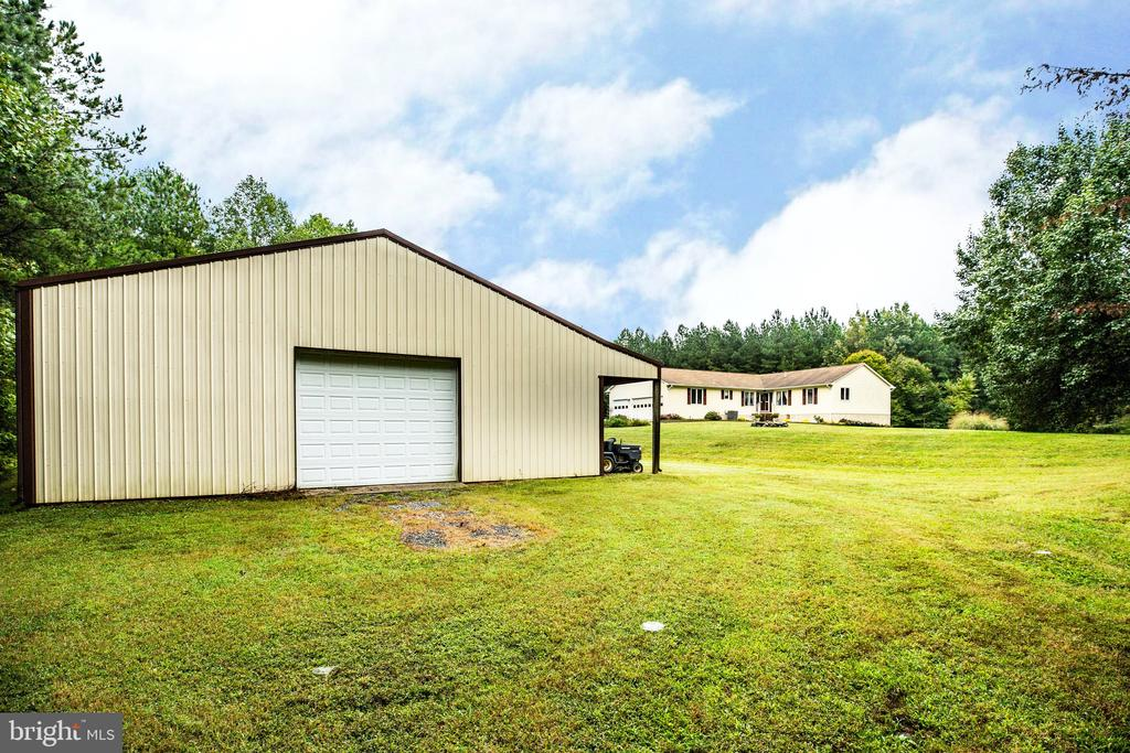 The barn is perfect for business or hobbies - 6300 MARYE RD, WOODFORD