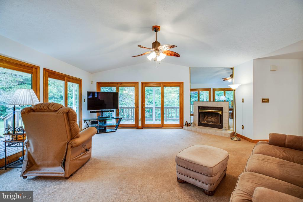 No shortage of entertaining space! - 6300 MARYE RD, WOODFORD