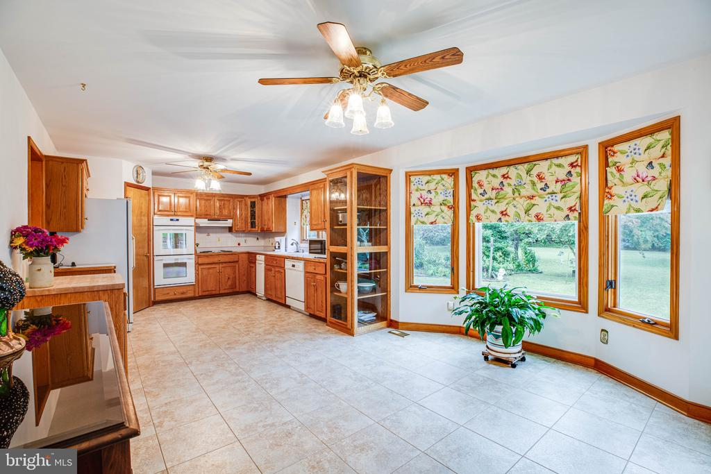 Breakfast nook with a brand new bay window - 6300 MARYE RD, WOODFORD