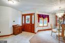Bright entrance with leaded glass front door - 6300 MARYE RD, WOODFORD