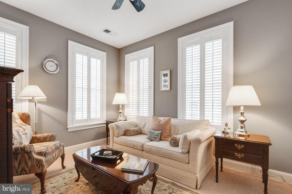 Third bedroom set up as a sitting room - 4372 PATRIOT PARK CT, FAIRFAX