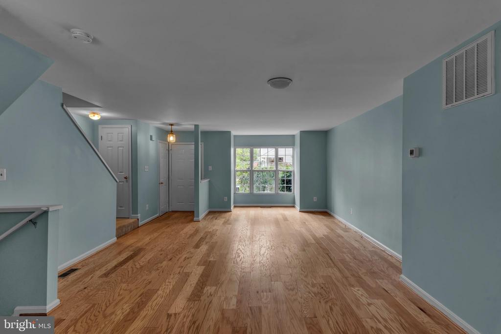 Main Level Living Area! - 13536 DARTER CT, CLIFTON