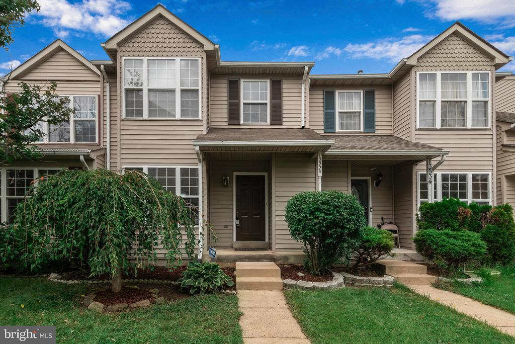 Front Concrete walkway and front porch! - 13536 DARTER CT, CLIFTON