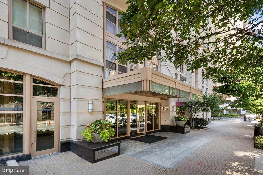 Building's Front Entrance! - 888 N QUINCY ST #207, ARLINGTON