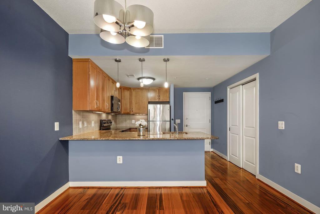 Designated Dining Area w/ Overhead Lighting! - 888 N QUINCY ST #207, ARLINGTON