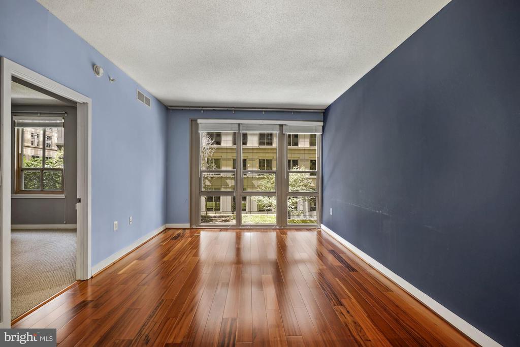 These Hardwood Floors Gleam, Sparkle, & Shine! - 888 N QUINCY ST #207, ARLINGTON