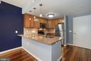 Kitchen - Beautiful Open Kitchen w/ Breakfast Bar! - 888 N QUINCY ST #207, ARLINGTON