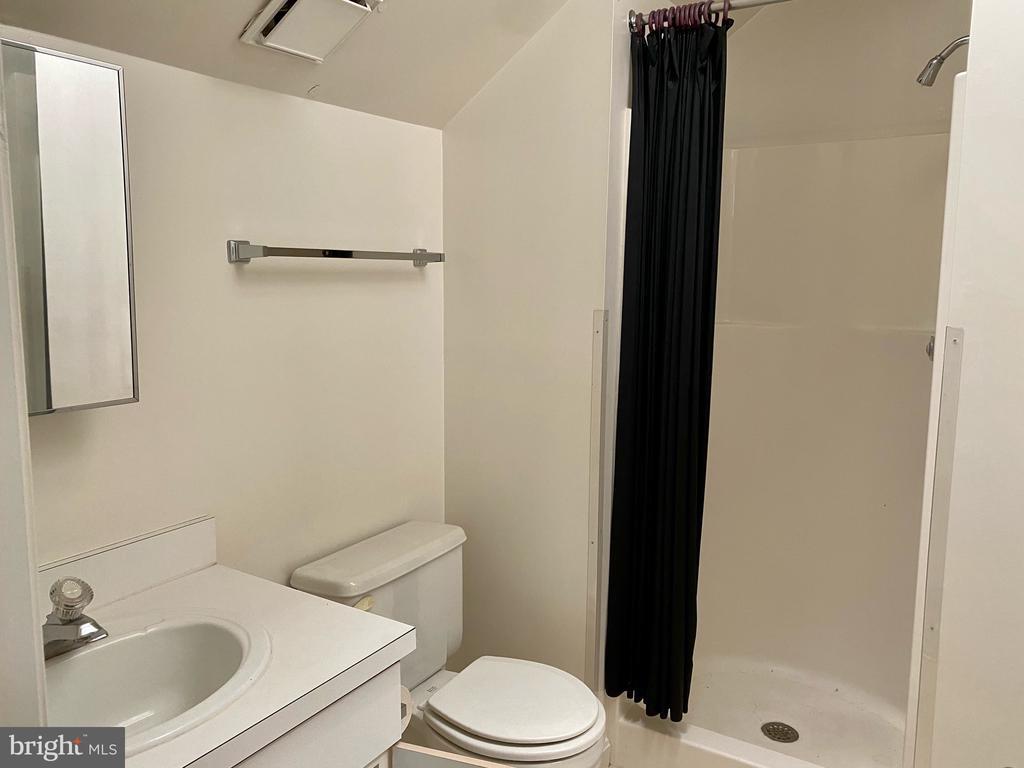 with ensuite bath - 1164 N RANDOLPH ST, ARLINGTON
