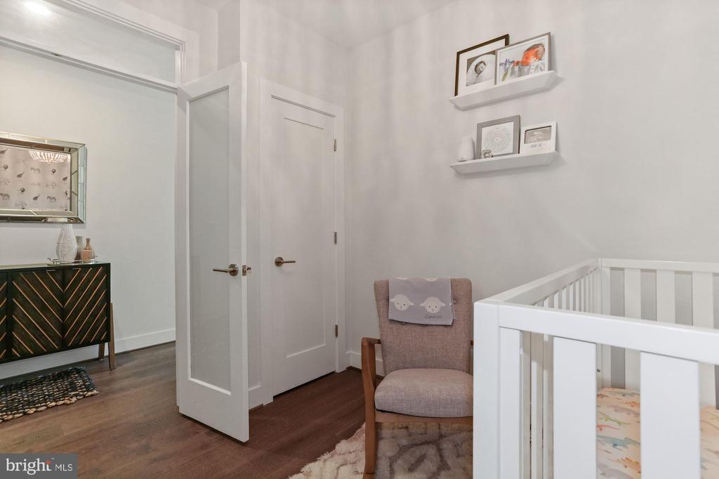 Den - Use as 2nd Bedrm, Home Office, or Nursery! - 2337 CHAMPLAIN ST NW #104, WASHINGTON
