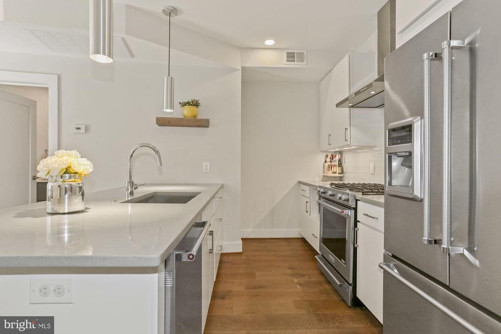 Kitchen - Very Open, Light, Bright, & Spacious! - 2337 CHAMPLAIN ST NW #104, WASHINGTON