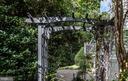 Attention to detail lovely garden arch - 5 JAMESTOWN CT, STAFFORD
