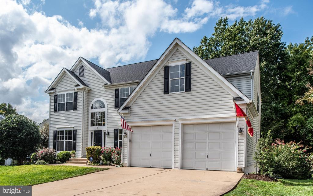 Stunning 3 finished levels - 5 JAMESTOWN CT, STAFFORD