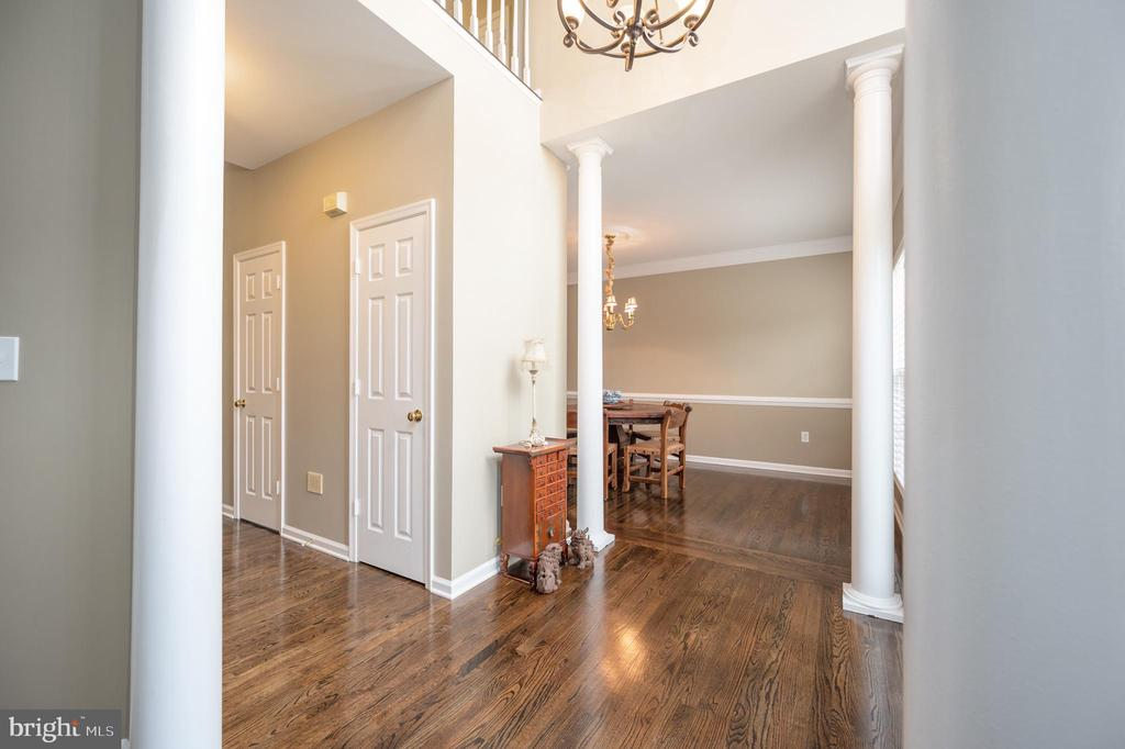 Foyer view to dining room - 5 JAMESTOWN CT, STAFFORD