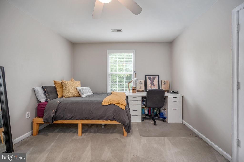 Bedroom 3 facing back, large double closet & CF - 5 JAMESTOWN CT, STAFFORD