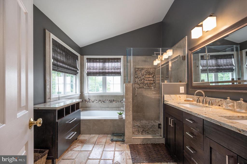 Primary bathroom natural stone - 5 JAMESTOWN CT, STAFFORD