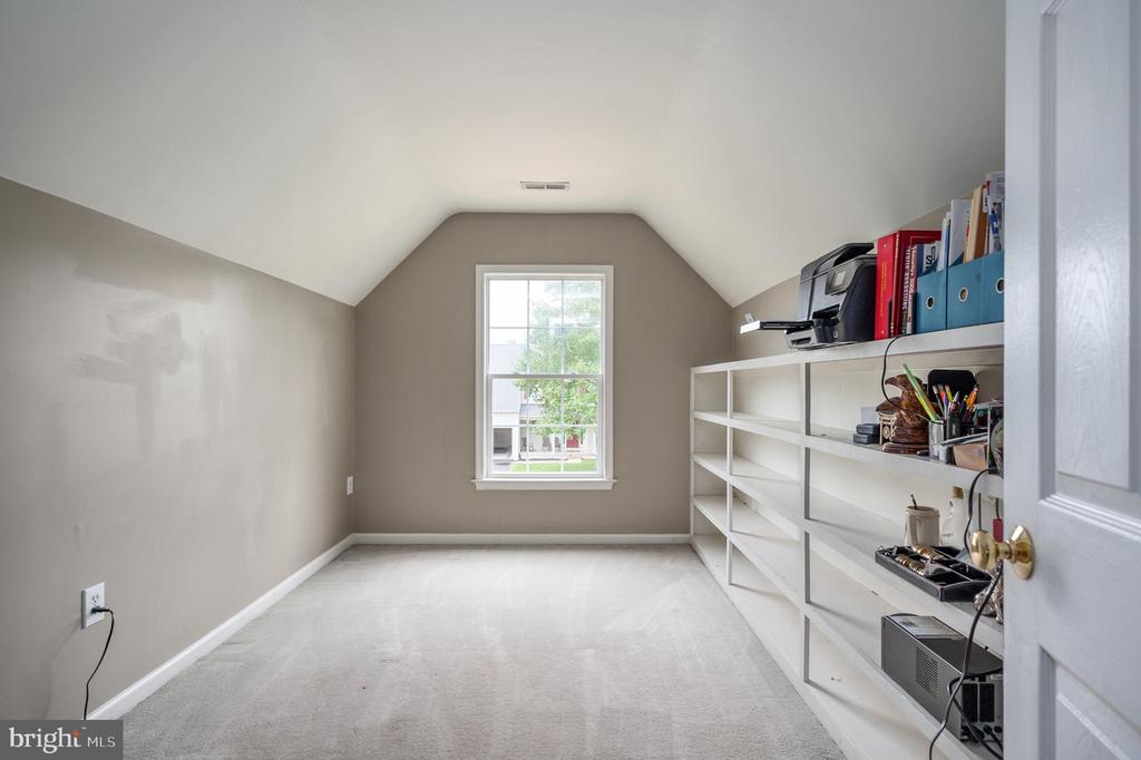 Primary bedroom bonus sitting/office room - 5 JAMESTOWN CT, STAFFORD