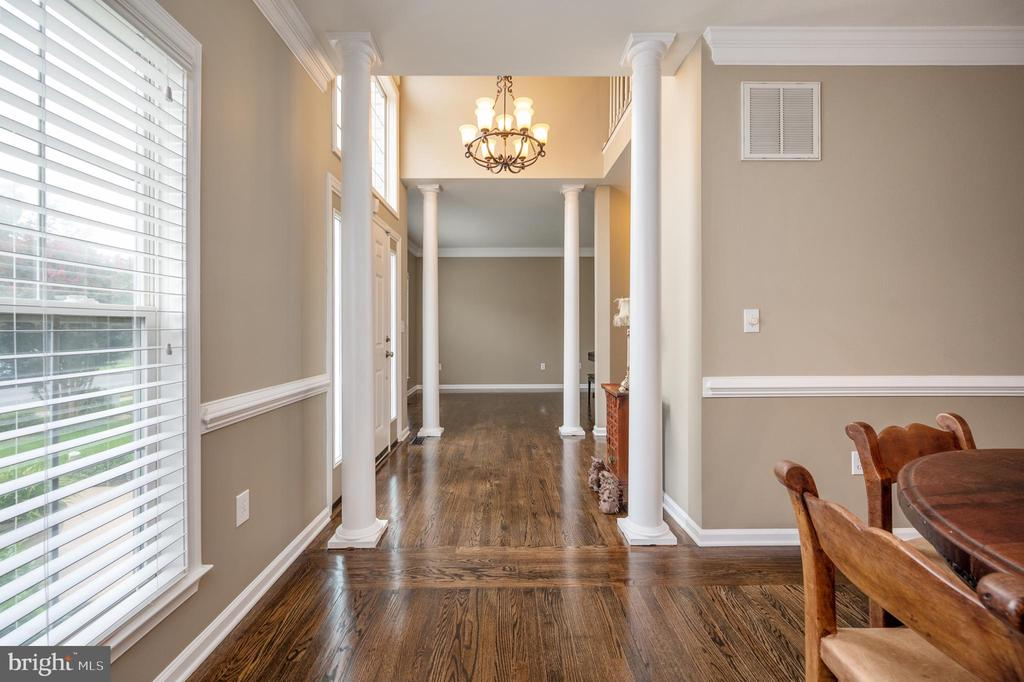 Dining room view to foyer & living room - 5 JAMESTOWN CT, STAFFORD