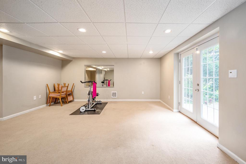 Recreation room in basement - 5 JAMESTOWN CT, STAFFORD