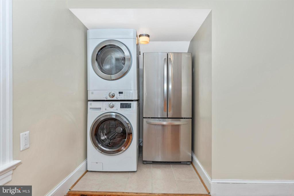 3rd Floor Apartment-Kitchen - 316 W COLLEGE TER, FREDERICK