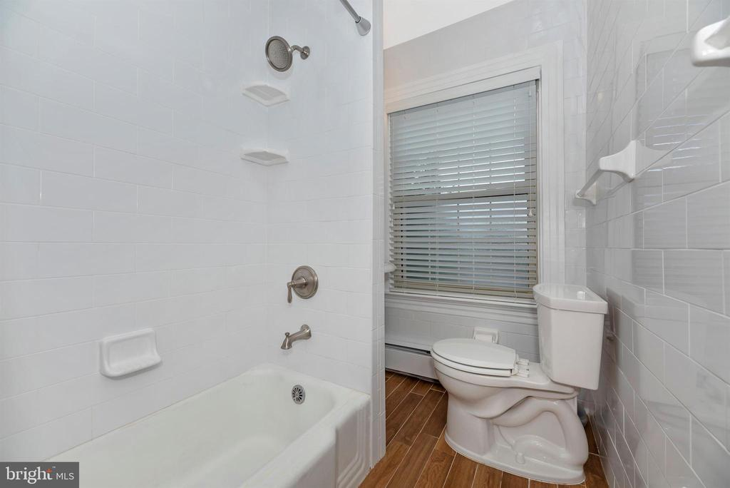 3rd Floor Apartment-Bathroom - 316 W COLLEGE TER, FREDERICK