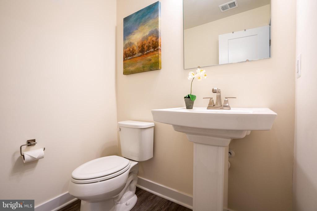 Half bathroom on the first floor - 9903 NEW POINTE DR, UPPER MARLBORO