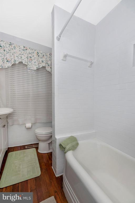 Main Level Full Bathroom - 316 W COLLEGE TER, FREDERICK