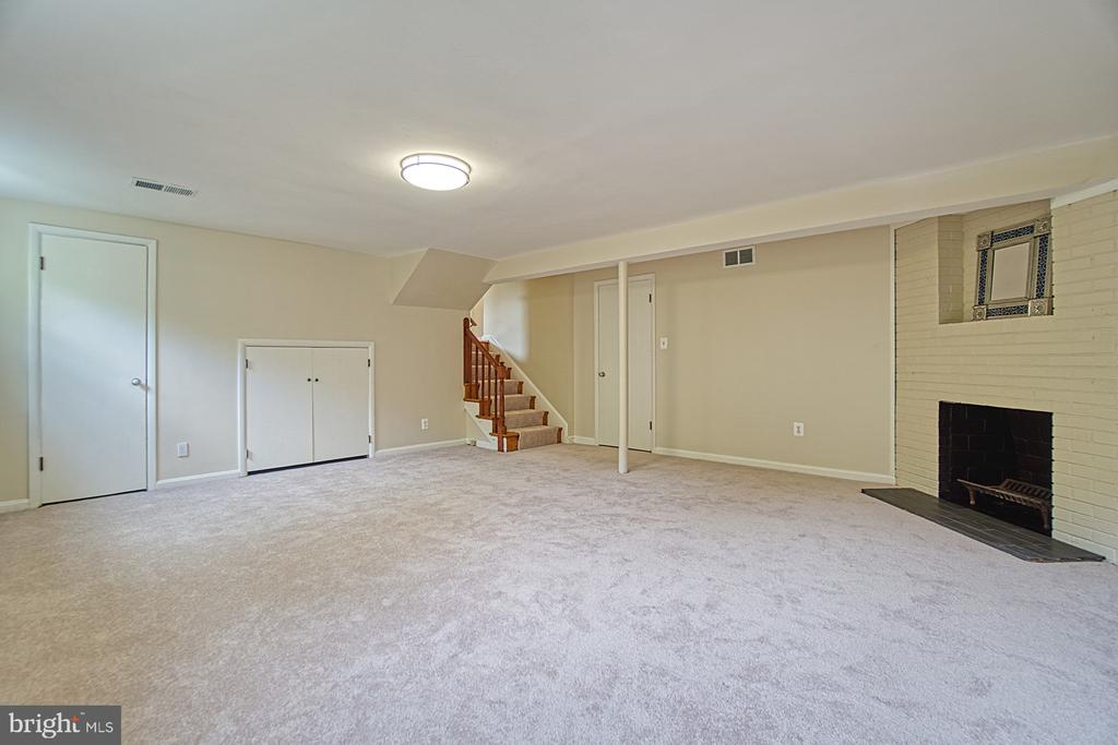 Great Storage Down Here! - 3130 VALLEY LN, FALLS CHURCH
