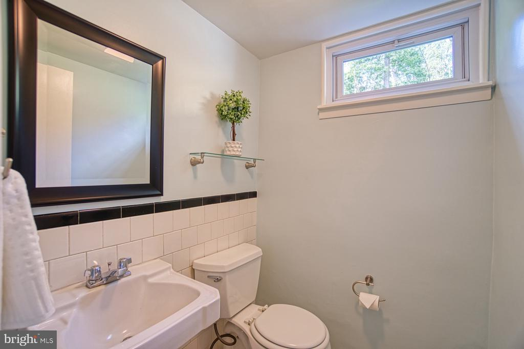 Charming Half Bath with Vintage touches - 3130 VALLEY LN, FALLS CHURCH