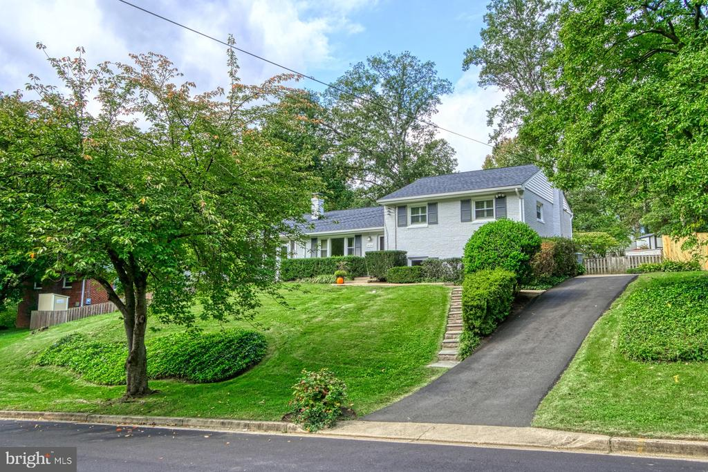 Lovely House on a Hill! - 3130 VALLEY LN, FALLS CHURCH