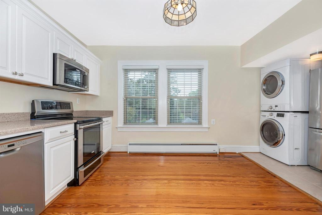 3rd Floor Apartment-Kitchen - 316 W COLLEGE TER, FREDERICK