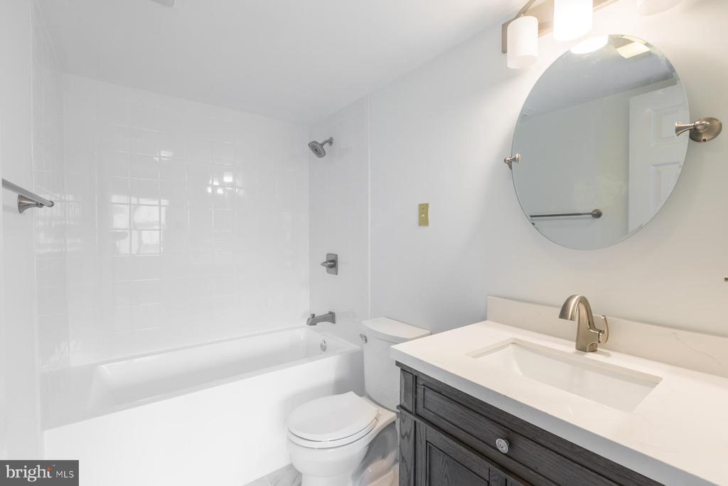 Master bathroom - 1301 N COURTHOUSE RD #1711, ARLINGTON