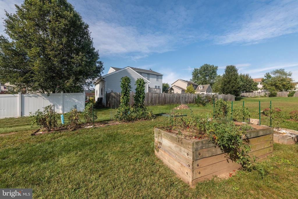 Backyard Garden Boxes - 7 MILL FORGE CT, THURMONT