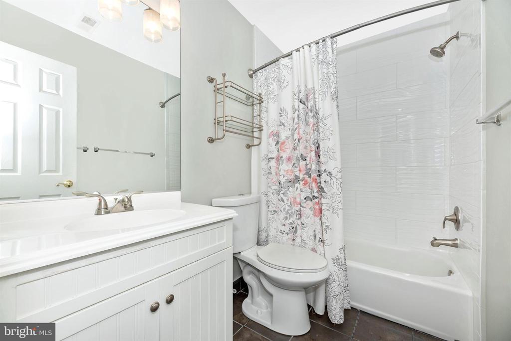 Upper Level Full Bathroom - 8904 KNOLLWOOD WAY, FREDERICK