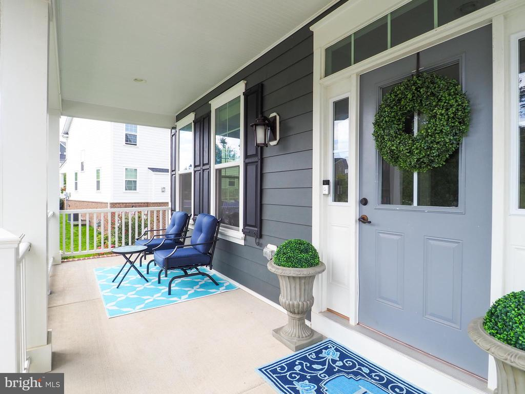 Front porch 1of 2 Seating areas on the porch - 2480 POTOMAC RIVER BLVD, DUMFRIES