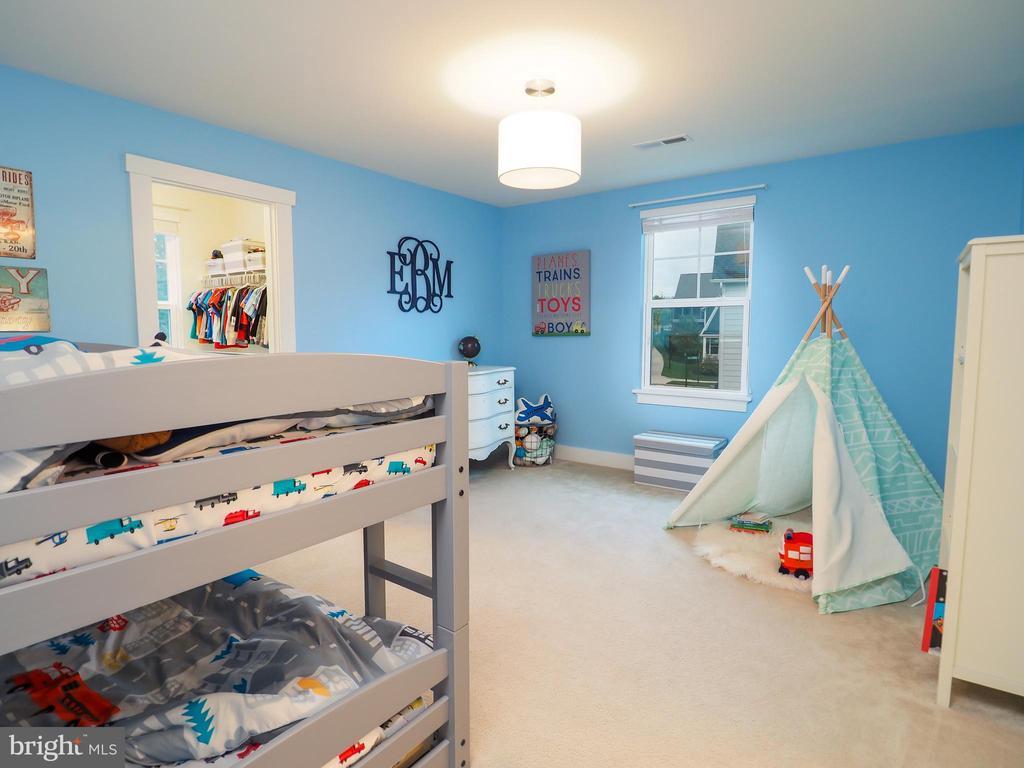 Bedroom- walk in closet adjoining shared bathroom - 2480 POTOMAC RIVER BLVD, DUMFRIES